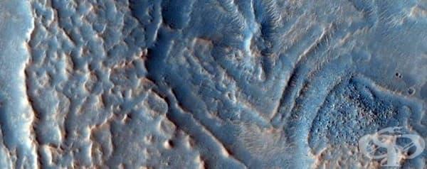 Криволичещ хребет, който може би е доказателство за някогашното ледниково минало на Марс.