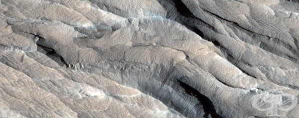 Ярдангс – остри хребети, оформени от суровите марсиански ветрове.