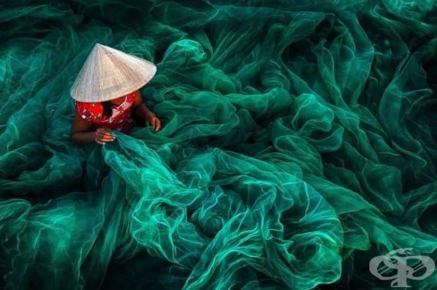 Направа на рибарска мрежа, Виетнам (1-во място в категория: отворени цветове)