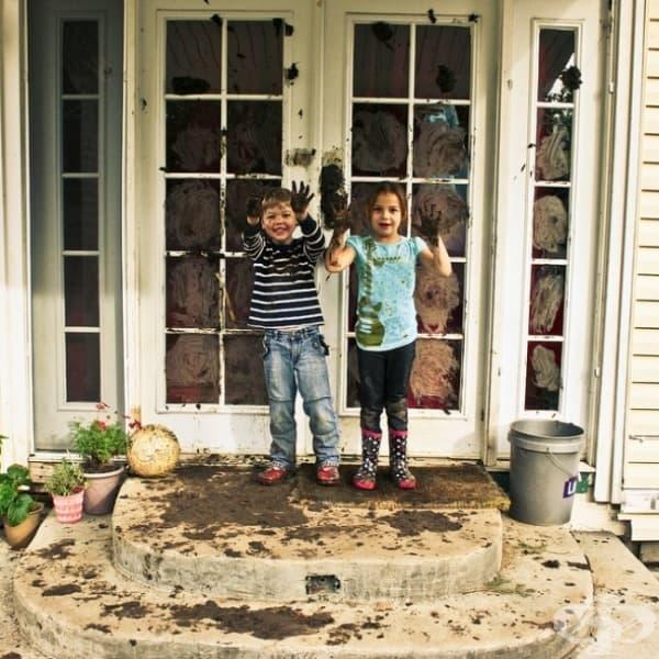 Майка им им заяви да разкарат калта от себе си, преди да влязат… е, не може да отречем, че са се постарали.