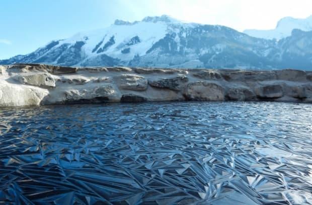 Замръзнало езеро в Швейцария.