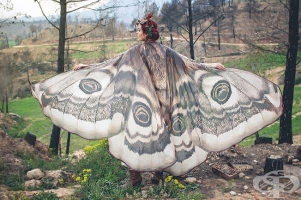 Шал във формата на пеперудени крила.