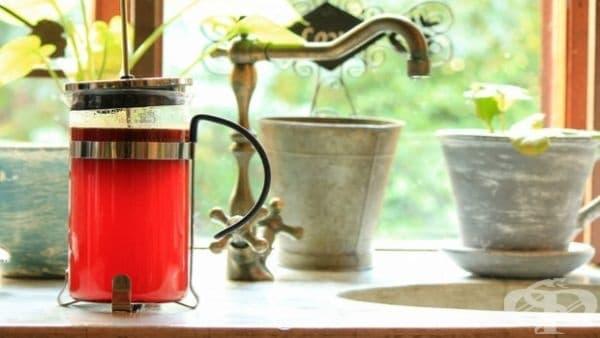 Южна Африка - Южноафриканците обожават чай от ройбос - червен чай с мек и сладък вкус.