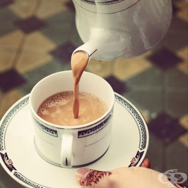 Катар - В Катар имат традиция да варят чая два пъти с прясно мляко и кафява захар.