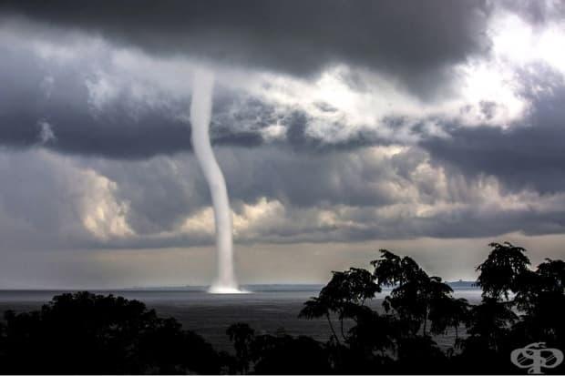 Торнадо в езерото Виктория, Уганда.