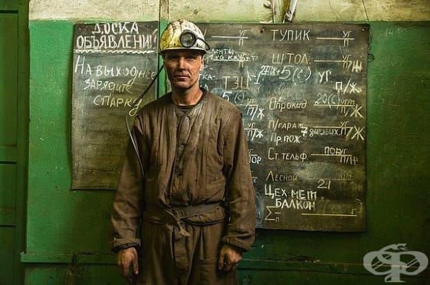 Игор Воронкин на повърхността на мината Баренцбург на Шпицберген, в архипелага Свалбард, Норвегия. Както повечето от 400-те други миньори, той е от източната част на Украйна.
