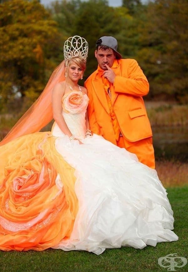 Оранжева кремообразна булка.
