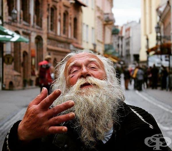 """""""Докато бях във Вилнюс, Литва ме срещна този човек. Настояваше да му направя снимка, а той да ми попее."""""""