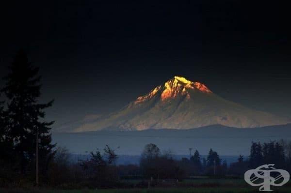 Планината Худ в Северен Орегон сякаш е покрита със злато.