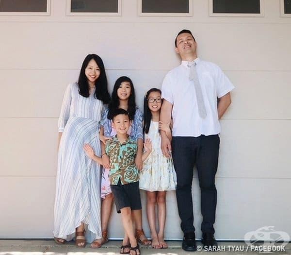 Сара и семейството й. Голямата дъщеря е на 10 г., малката на 9, а синът й скоро е навършил 5.