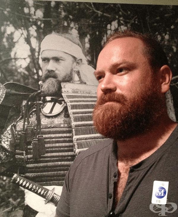"""""""намерих своя снимка от преди 111 години, където съм облечен като самурай."""""""