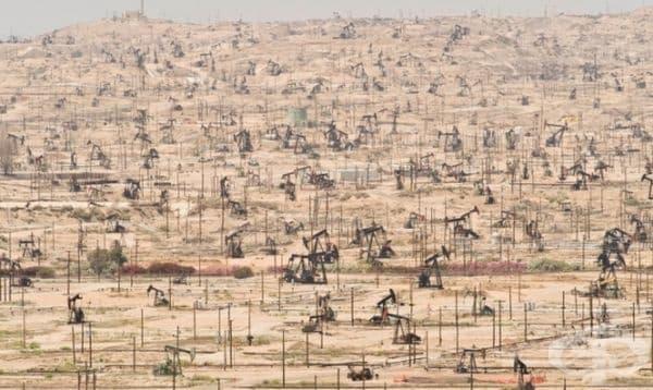 Нефтените находища в Калифорния са безмилостно експлоатирани от човека.