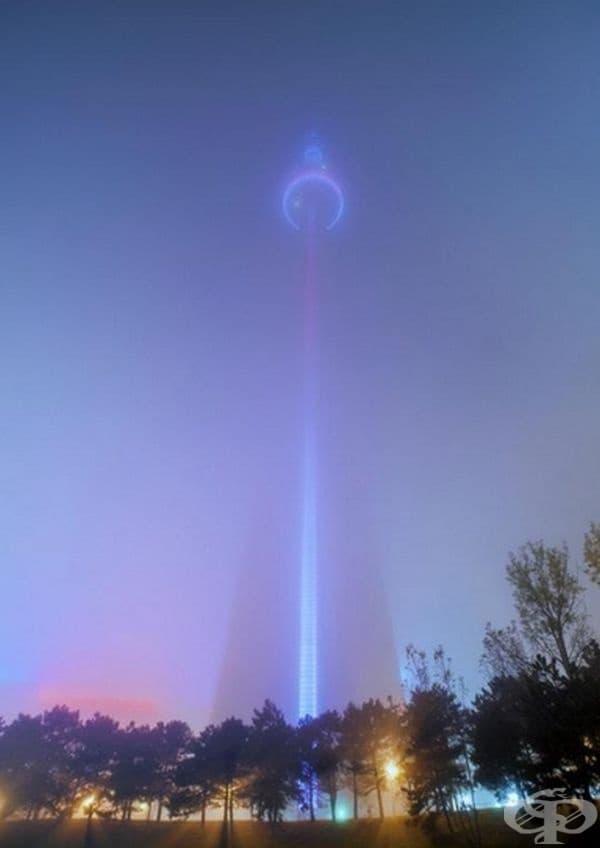 Кула в мъгла.