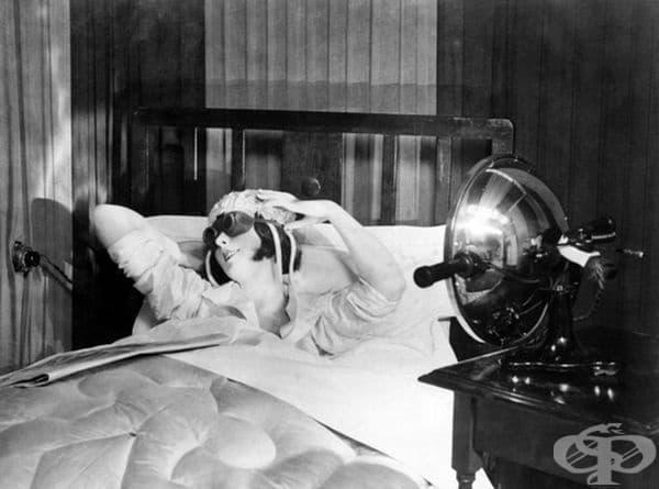 Лампа с предпазни очила за създаване на допълнителен тен вкъщи, 1920 г.