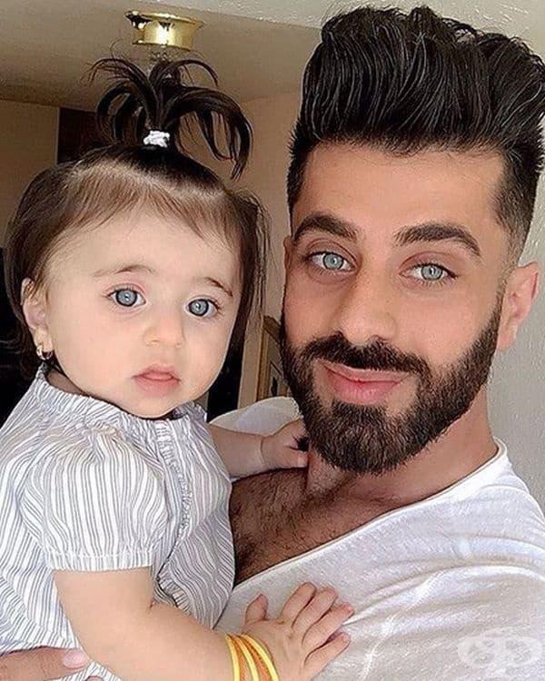 Баща и дъщеря с уникални очи.