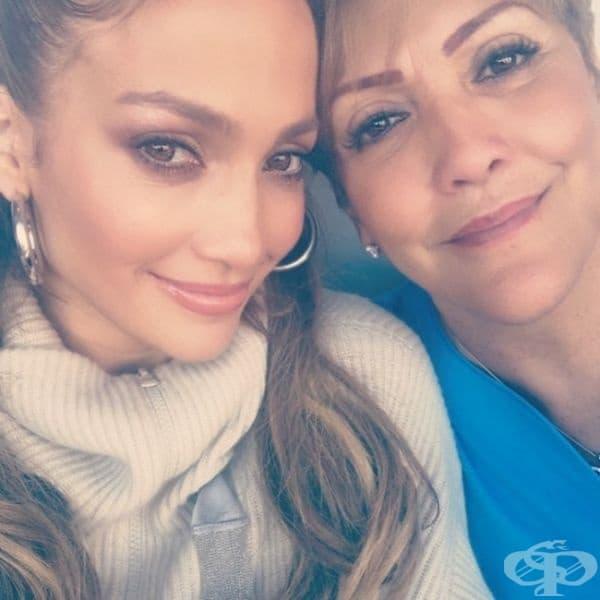 Завинаги младата Дженифър Лопес и майка й Гуадалупе Родригес.