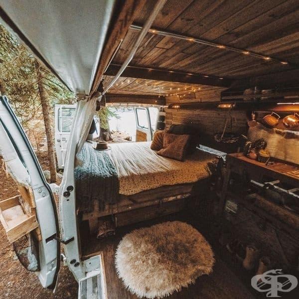 Уютен интериор във ван.