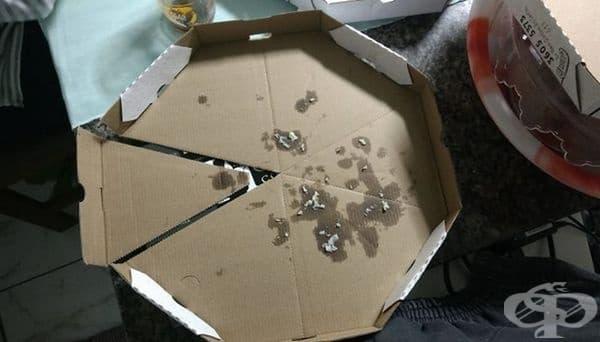 Кутия, която се разделя на персонални тарелки за всяко парче.