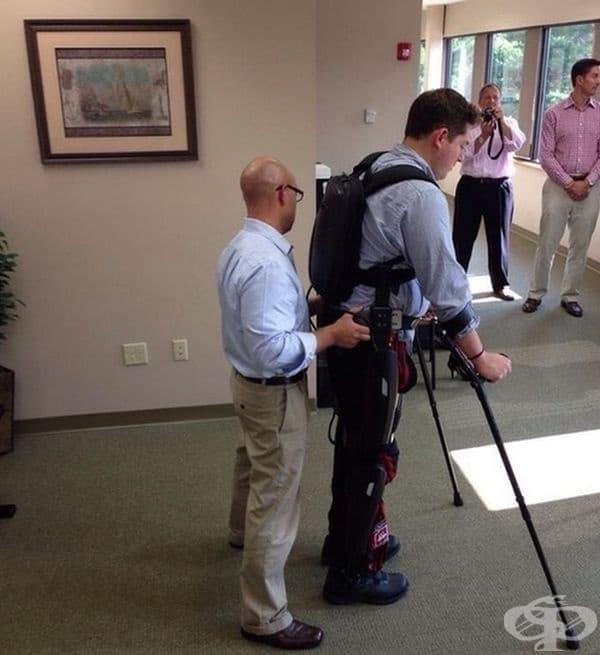 """Моят приятел може да ходи отново след 10 години в инвалидна количка поради инцидент. Бог да благослови технологиите."""""""