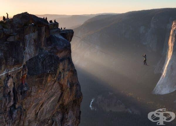 Национален парк Йосемити при залез слънце.