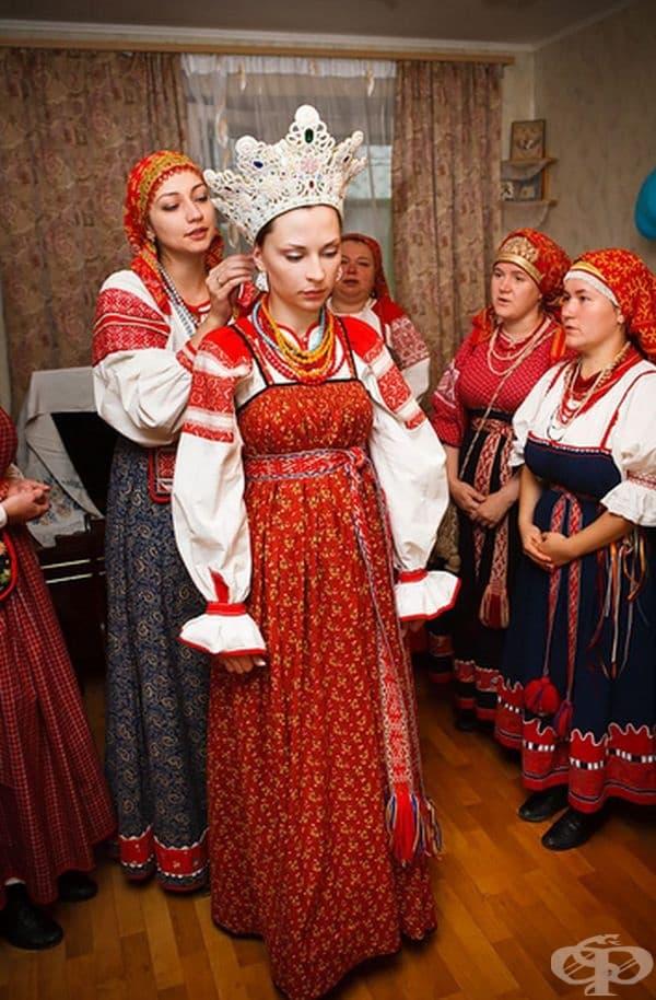 Традиционни сватбени костюми от Русия