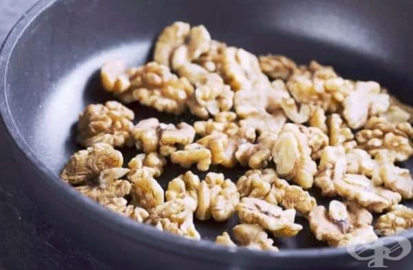 За максимален аромат винаги запичайте ядките и семената. Това е бърз начин за презентиране, без прибавянето на подправки.