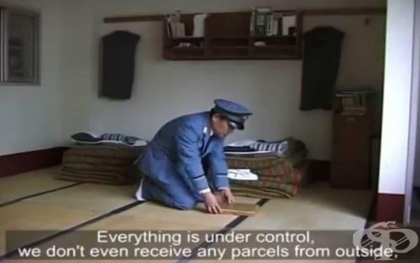 Затвор Абашири, Япония. Там охраната инспектира всеки ден килиите на затворниците. Режимът е много строг и няма данни за насилие, наркотици и убийства. Пред затвора има магазин, където се продават ръчно изработени сувенири.
