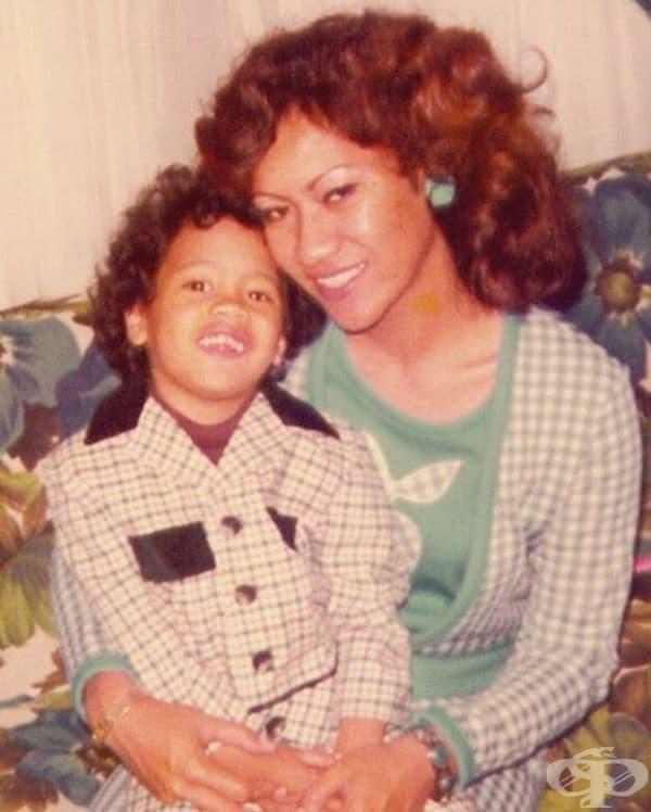 Дуейн Джонсън и майка му.