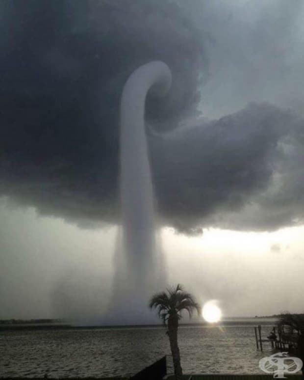 Ураганът Патриша поразява Пуерто Валарта, Мексико