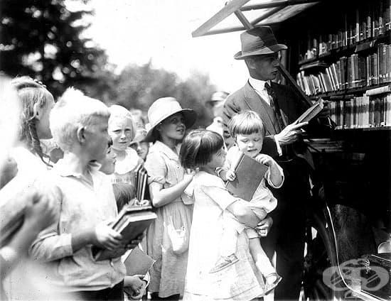 На опашка за детски книги, началото на 20. век