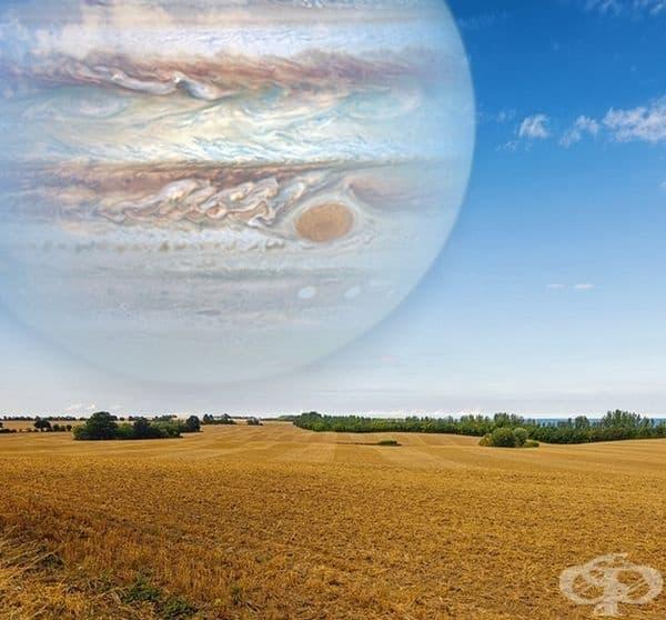 Ето как би изглеждал Юпитер, ако беше толкова близо до Земята - колкото луната. Диаметърът на Юпитер е около 40 пъти по-голям от този на Луната.