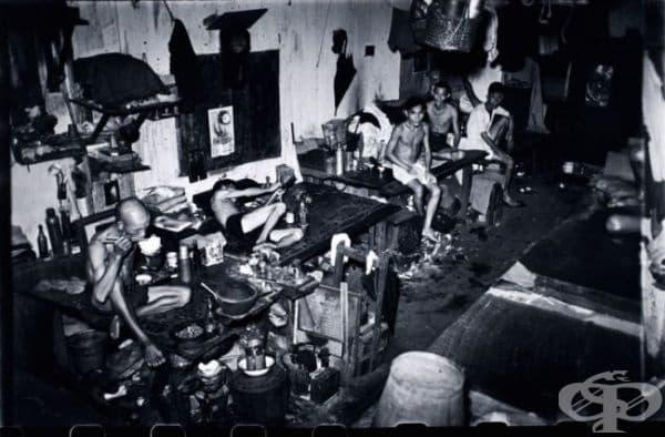 Свърталище за пристрастени към опиум в Сингапур, 1941г.