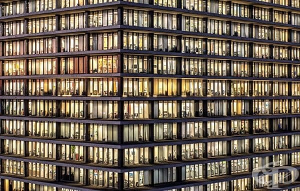 Стотици прозорци.