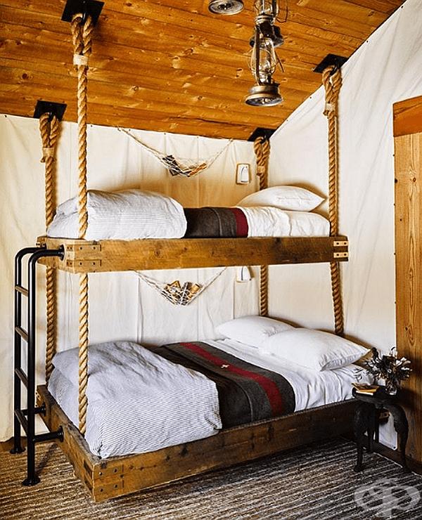 Висящо двуетажно легло. Кой би отказал подобен разкош.