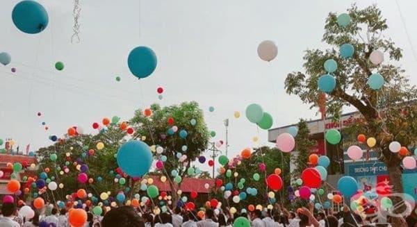 Виетнам. Учебният процес приключва с мащабно пускане на разноцветни балони в небето. В това мероприятие участват всички ученици от всички училища в страната.