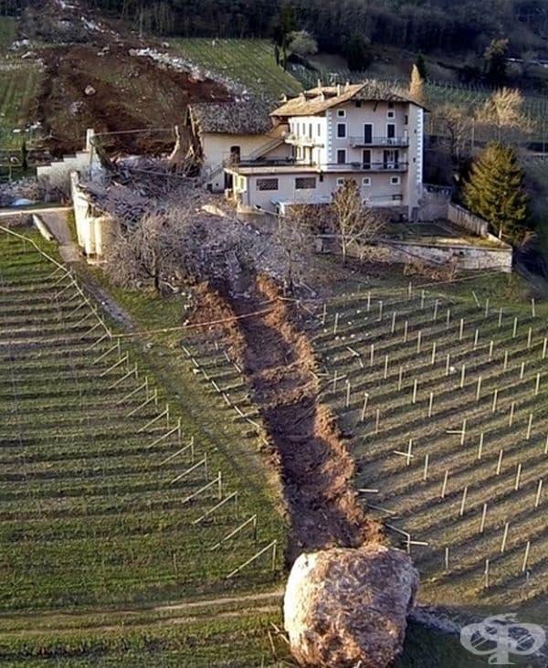 Огромен камък разруши голяма част от италиански чифлик.