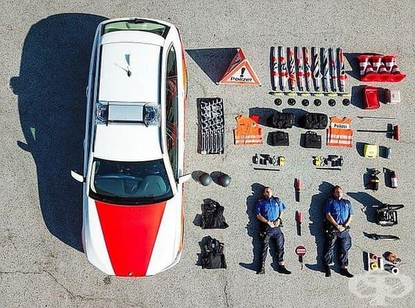 Ето какво има в полицейски автомобил от Швейцария.