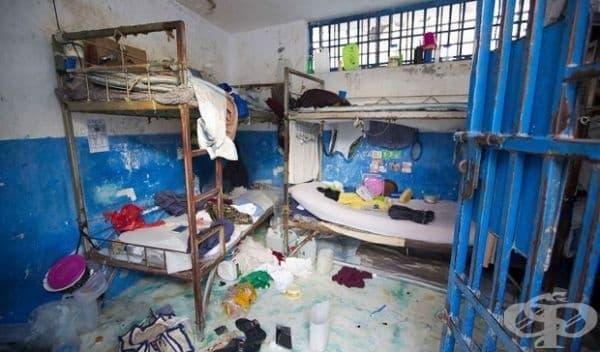Затвор в Хаити, Арчахай. Затворът е твърде претъпкан. През 2016 г. по време на размирици са избягали 174 затворника.