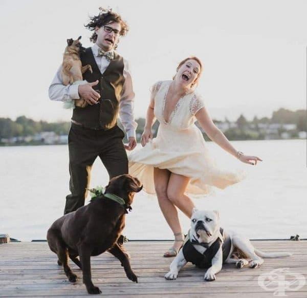 Кой каза, че сватбените снимки трябва да бъдат чувствителни и нежни?