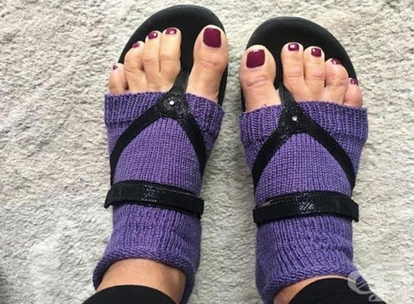 Още един шедьовър – използвате чорап, за да не ви е хладно, но ви е топло на пръстите. Странно съчетание.