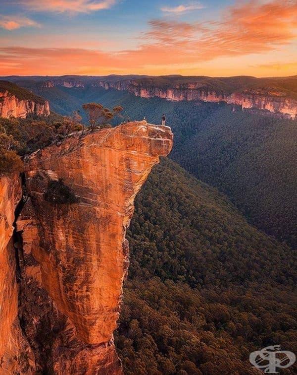 Великолепна гледка от планината Хангинг Рок, Австралия.