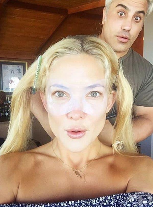 Кейт Хъдсън. Актрисата споделя, че прави ледени бани на лицето си, когато се налага бързо да се освежи. Колкото повече лед има, толкова по-добре. Това е нейната тайна за перфектна кожа и сияйно излъчване.