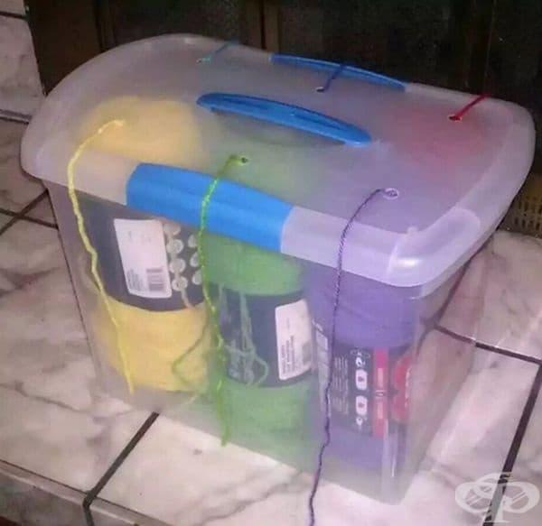 Такъв органайзер за прежди може да бъде направен от различни контейнери.