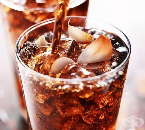 """Чеснова газирана напитка """"Black Garlic Soda"""". Основният компонент е концентрат от чесън. Произвежда се в Швейцария и според създателите е добра алтернатива на вредните газирани напитки."""