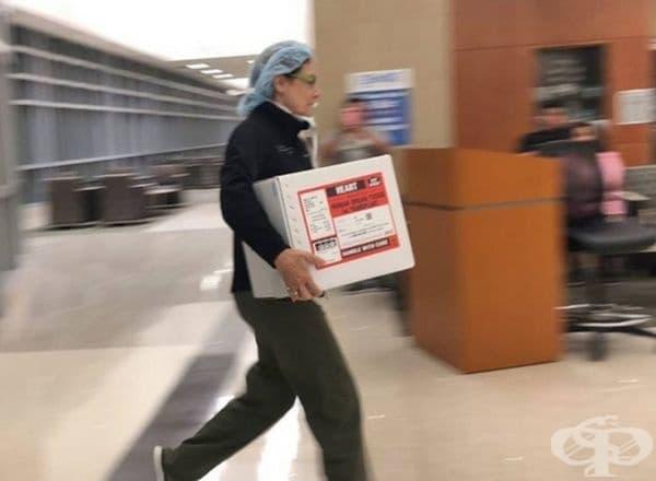 Това е новото сърце на този човек и той бърза към болницата.