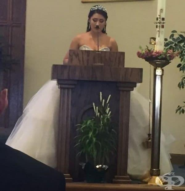 Неуместна сватбена снимка.
