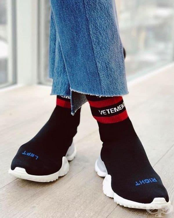 Обувки с чорапи в едно.