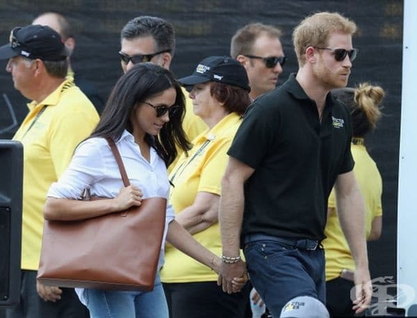 Двойката не се колебае да демонстрира връзката си. Те са били забелязани за първи път хванати за ръка на Invictus Games в Торонто, преди официалното обявяване на връзката им.