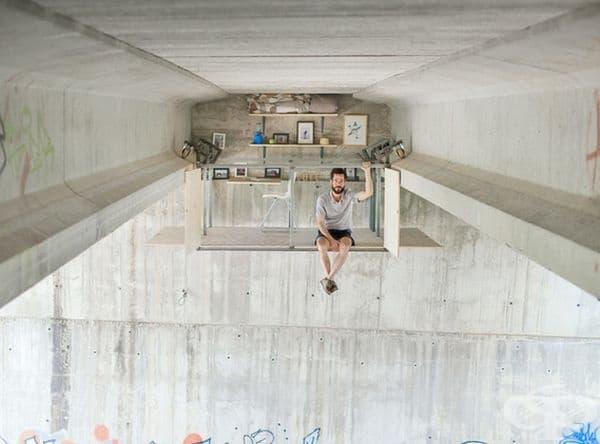 Тайно работно студио под магистрала във Валенсия.