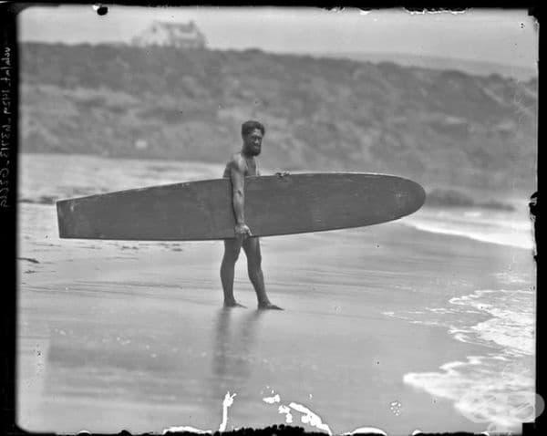 Дюк Каханамоку, човекът, който популяризира сърфирането по света, Хавай, 1920 г.